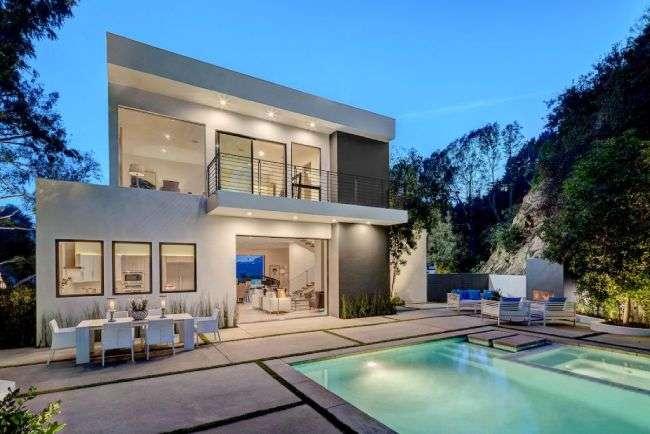 Former Celebrity Home.